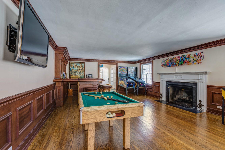 11 – 44 Slope Drive – Living Room
