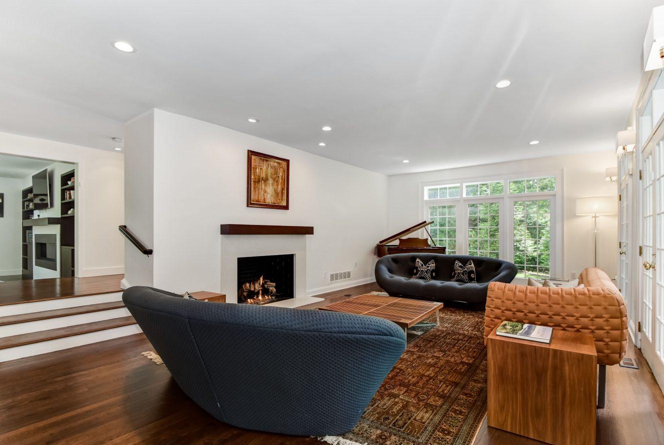 12 – 75 Minnisink Road – Living Room