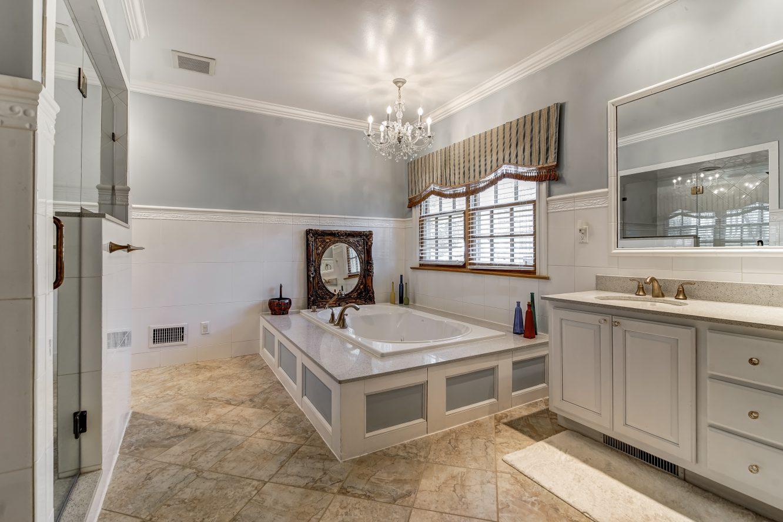 14 – 236 Long Hill Drive – In-law Suite Bath
