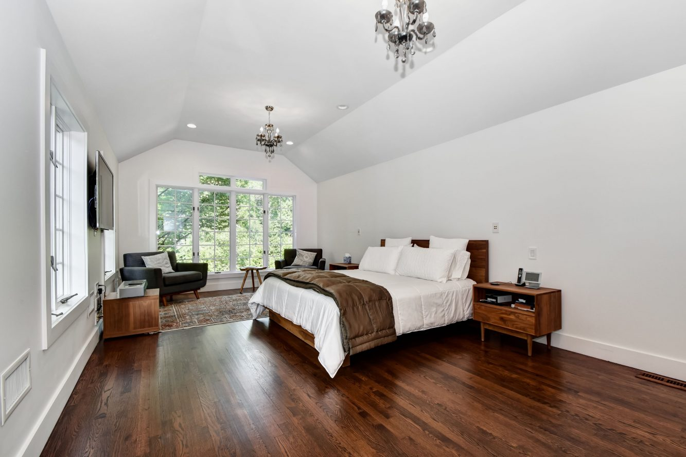 14 – 75 Minnisink Road – Master Bedroom