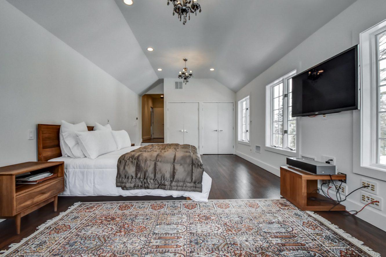 16 – 75 Minnisink Road – Master Bedroom