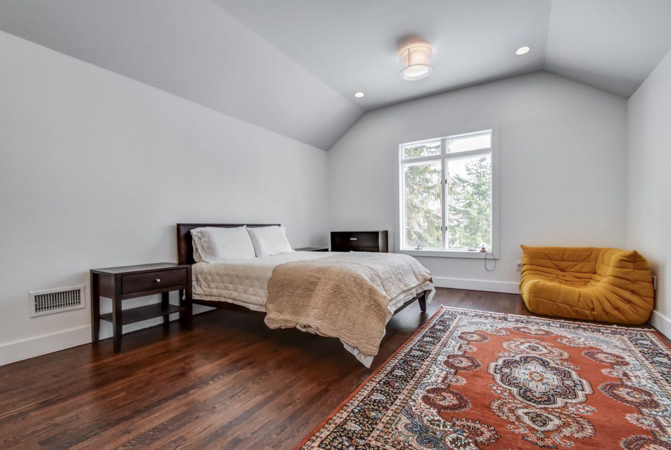 17 – 75 Minnisink Road – Second Level Bedroom