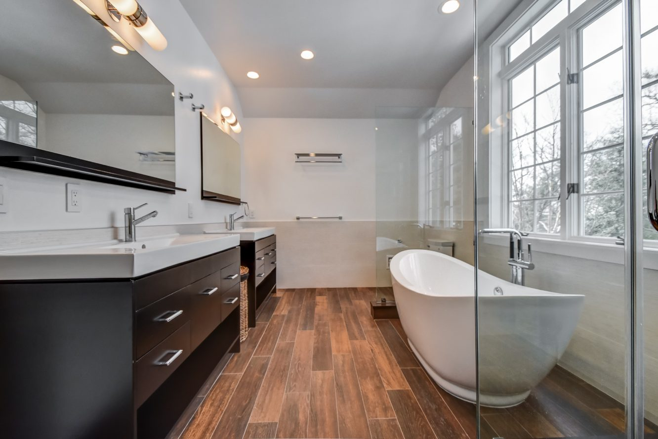 17 – 75 Minnisink Road – Spa-like Master Bath