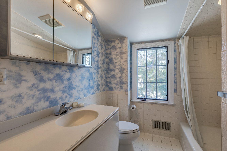18 – 44 Slope Drive – Full Bath