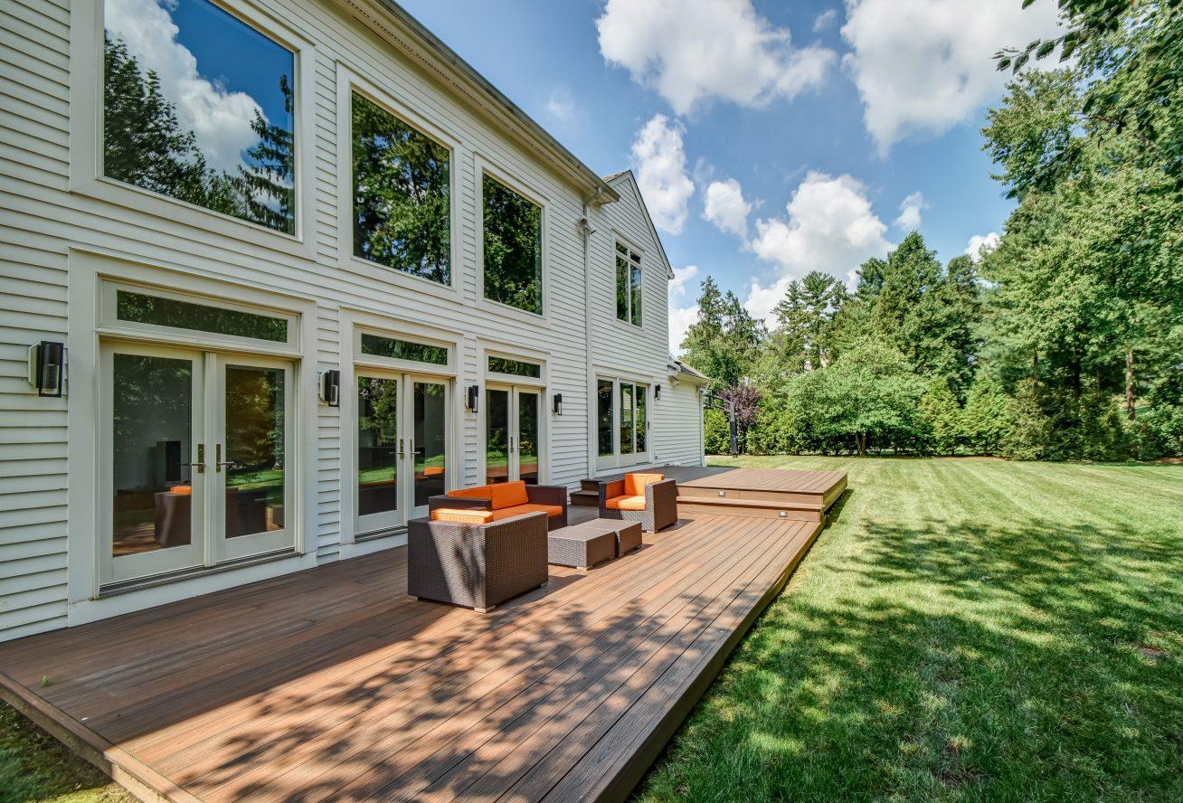 23 – 75 Minnisink Road – Gorgeous, Level Backyard