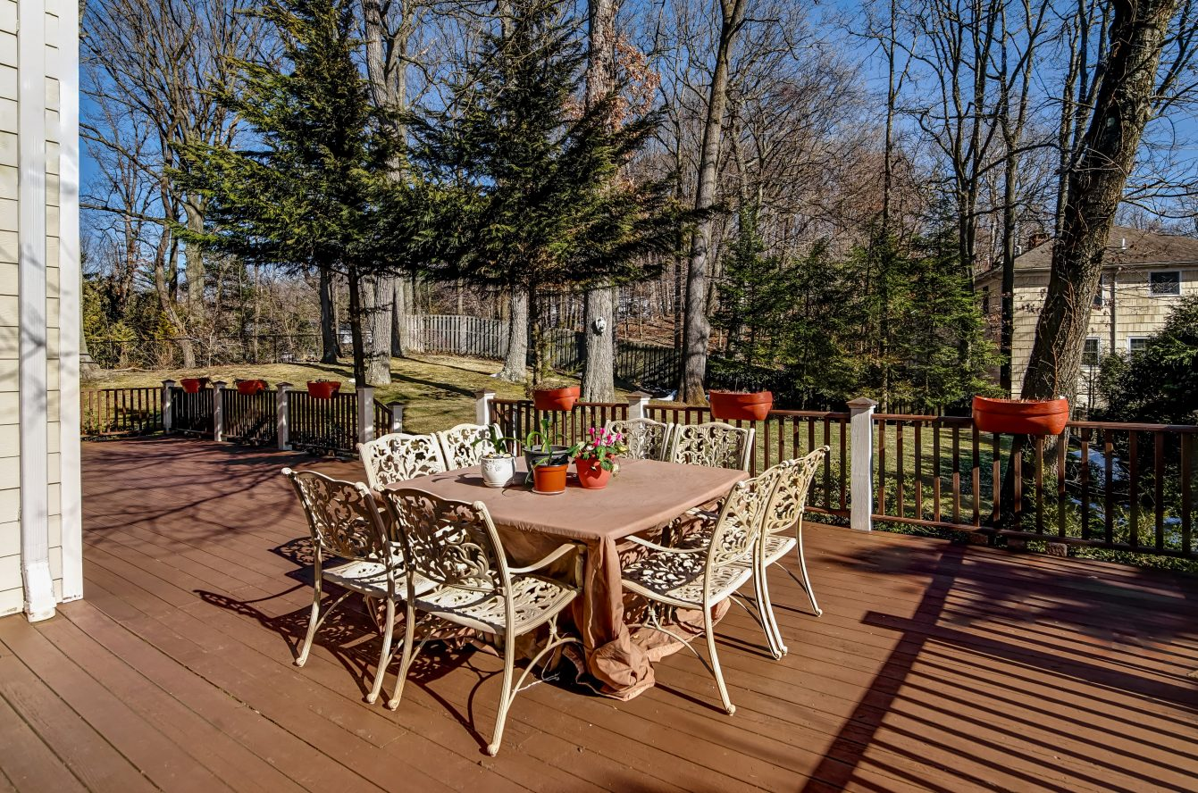 24 – 236 Long Hill Drive – Incredible Deck