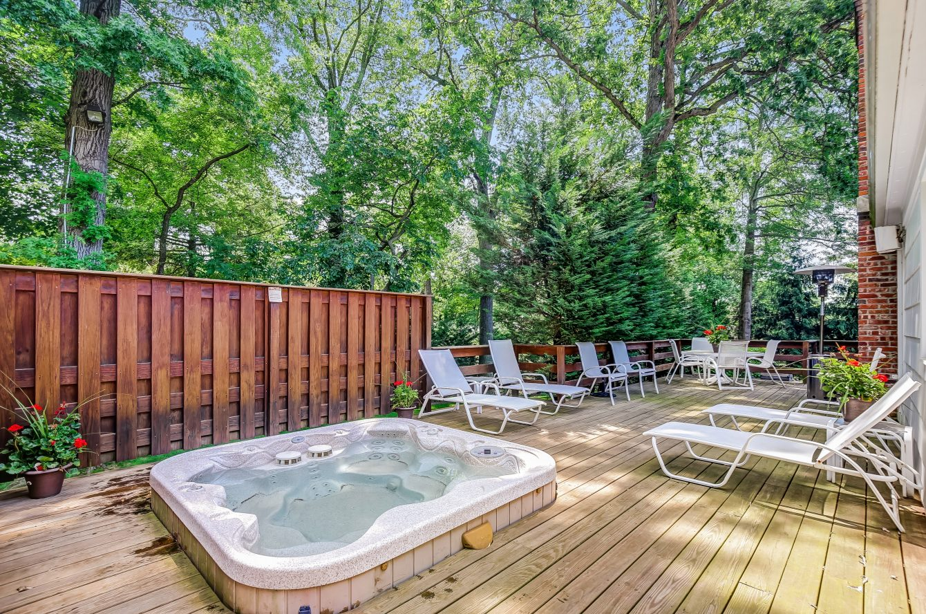 24 – 44 Slope Drive – Incredible Deck