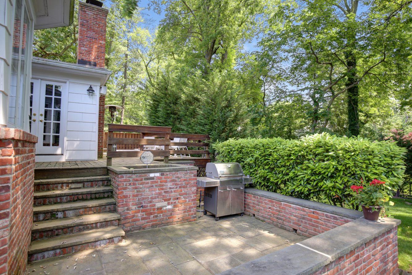 25 – 44 Slope Drive – Incredible Deck