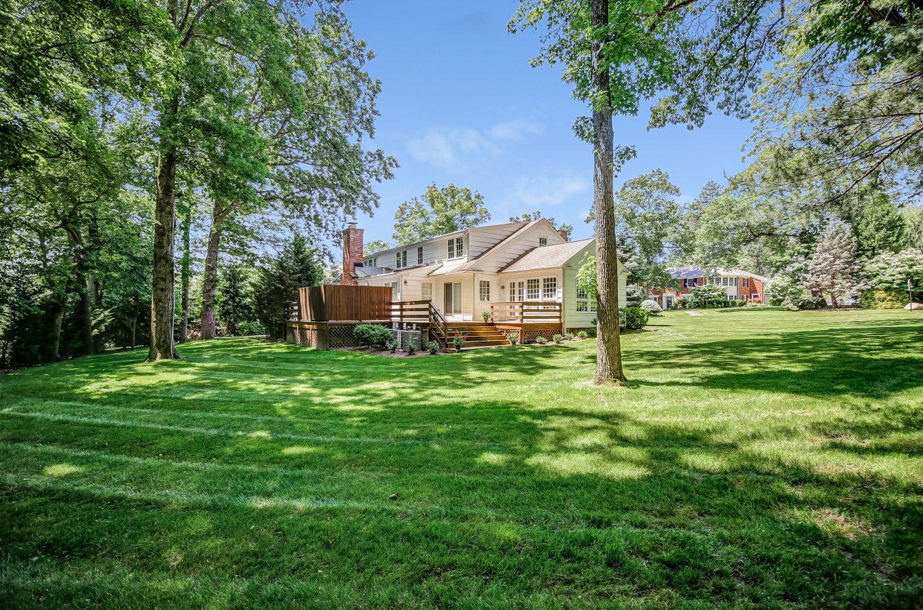 3 – 44 Slope Drive – Gorgeous Backyard