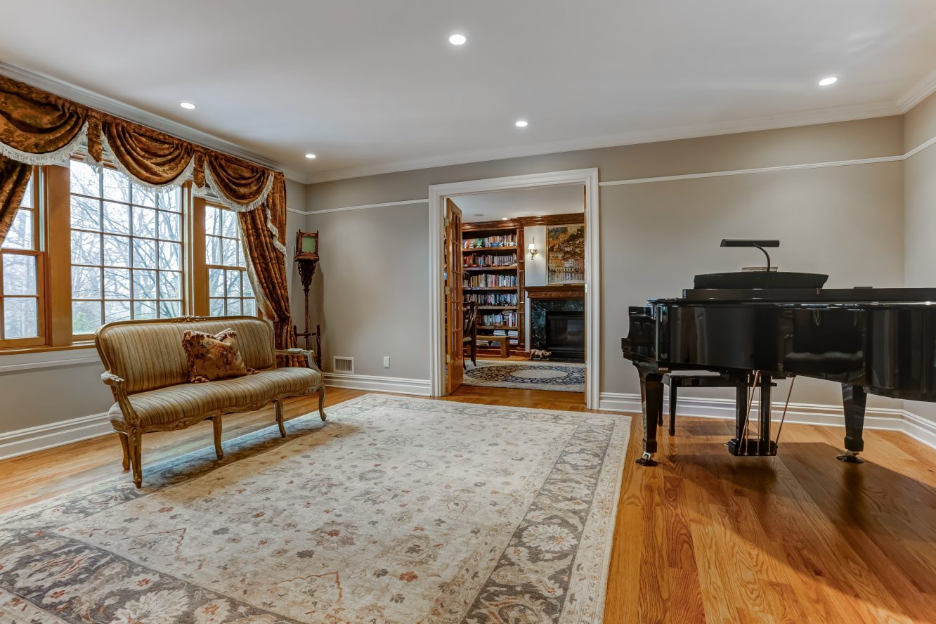 4 – 236 Long Hill Drive – Living Room
