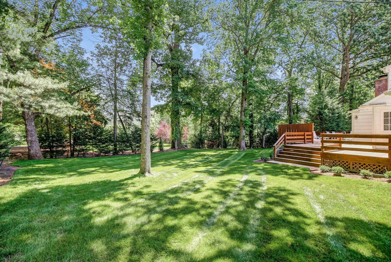 4 – 44 Slope Drive – Gorgeous Backyard
