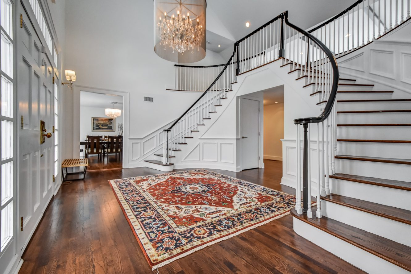 4 – 75 Minnisink Road – Grand Two-Story Entrance Hall