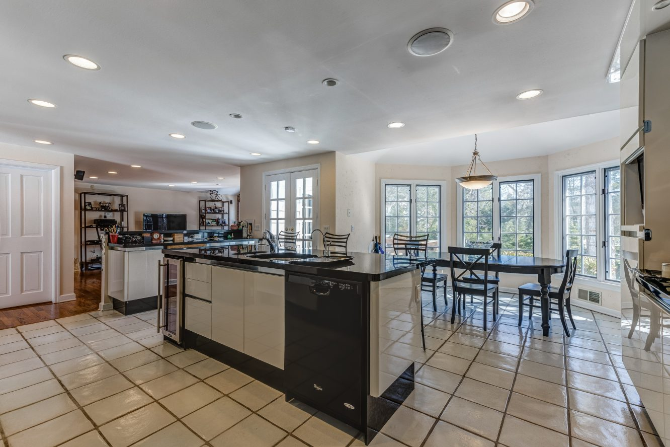 7 – 44 Slope Drive – Gourmet Eat-in Kitchen