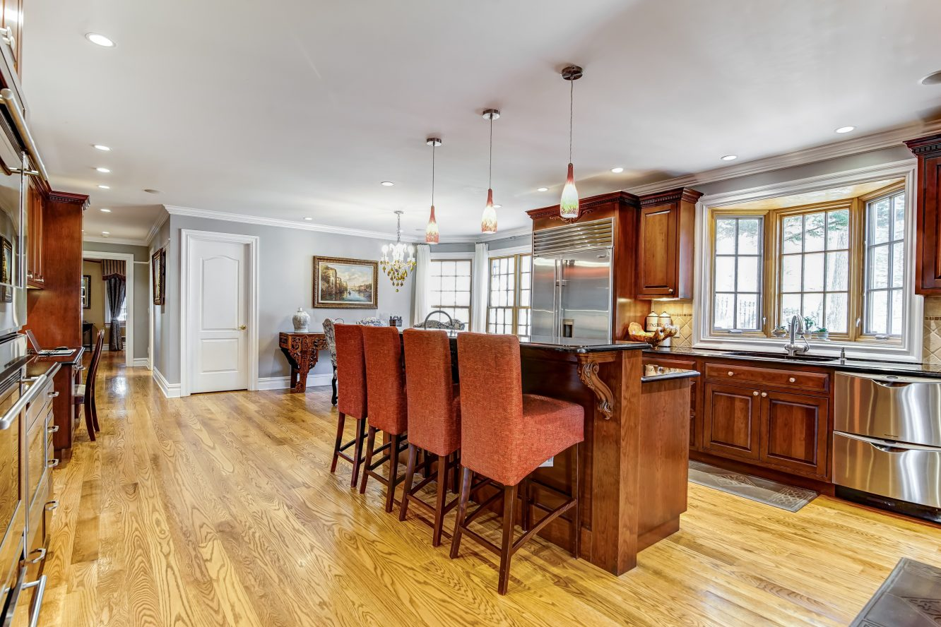 8 – 236 Long Hill Drive – Gourmet Eat-in Kitchen