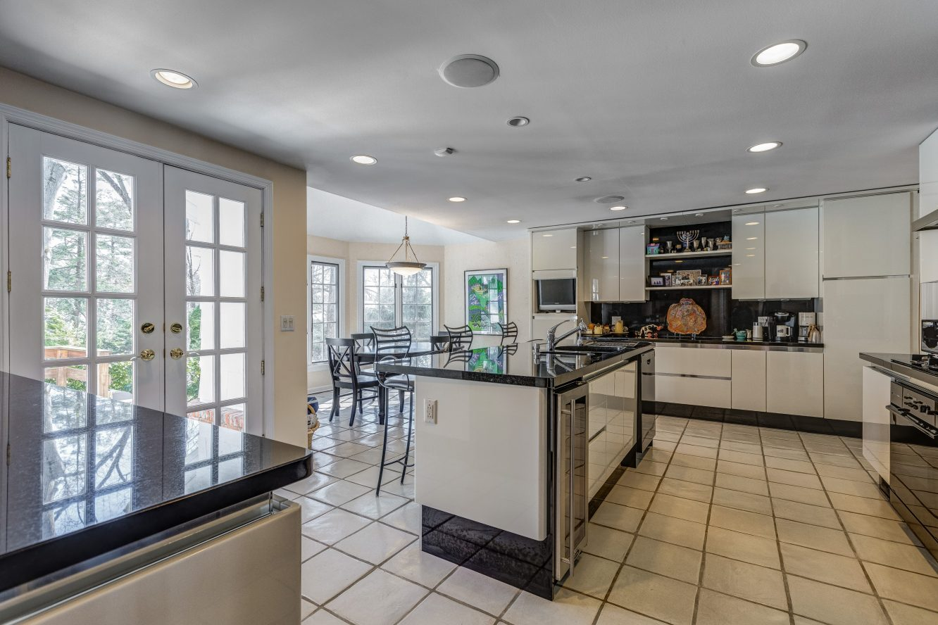 8 – 44 Slope Drive – Gourmet Eat-in Kitchen