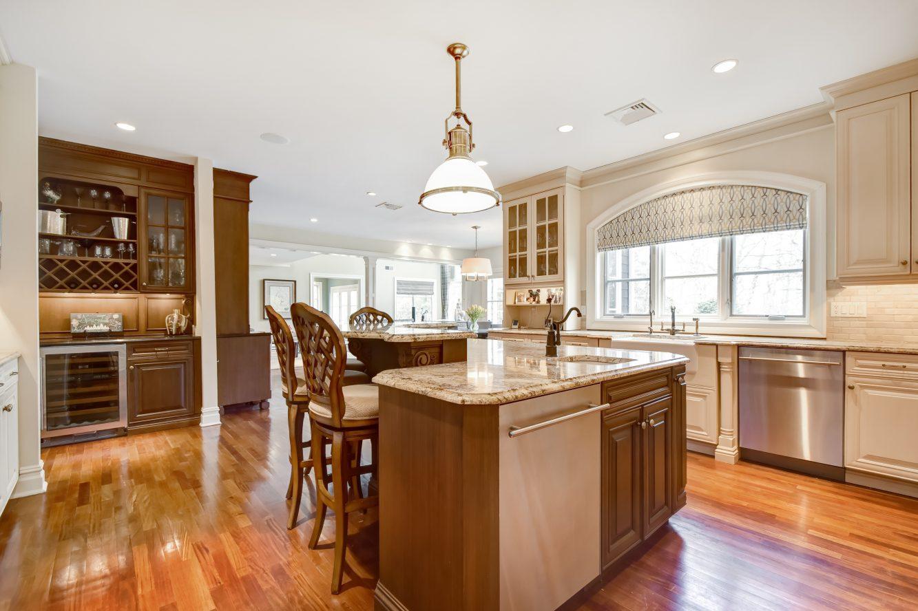 10 – 296 Hartshorn Drive – Gourmet Eat-in Kitchen