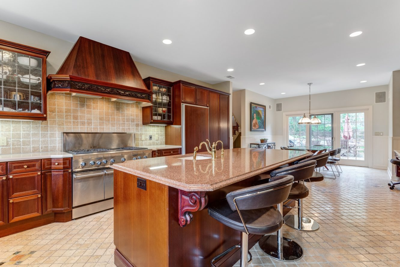 10 – 83 Chestnut Street – Gourmet Eat-in Kitchen