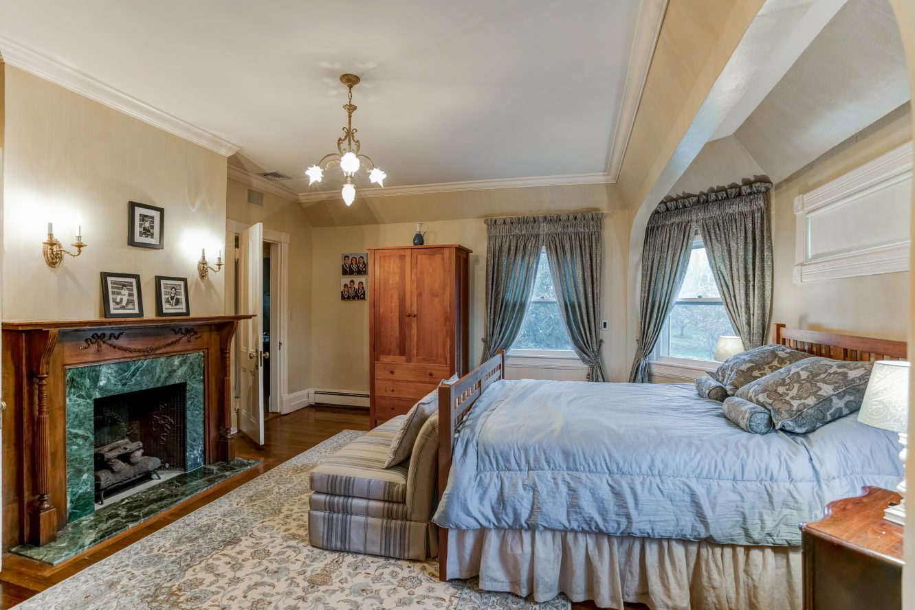 11 – 25 Forest Drive – Master Bedroom