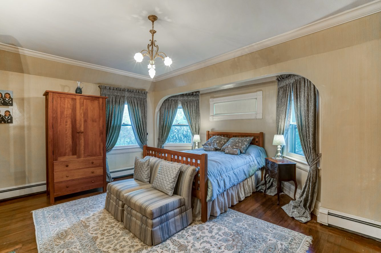 12 – 25 Forest Drive – Master Bedroom