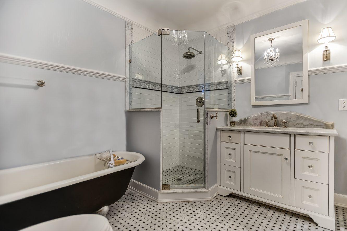 12 – 67 Oak Ridge Avenue – Master Bath