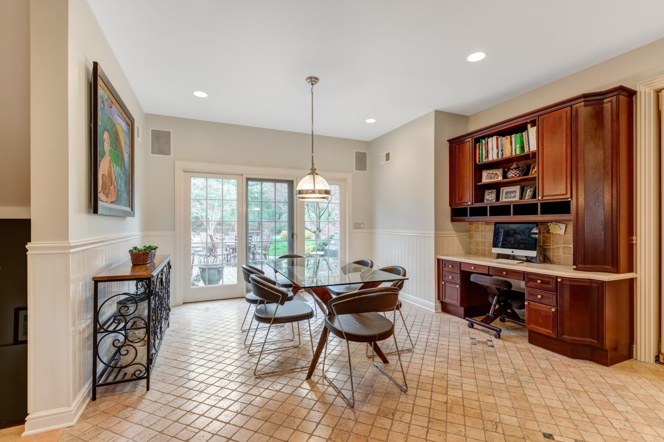 12 – 83 Chestnut Street – Breakfast Area