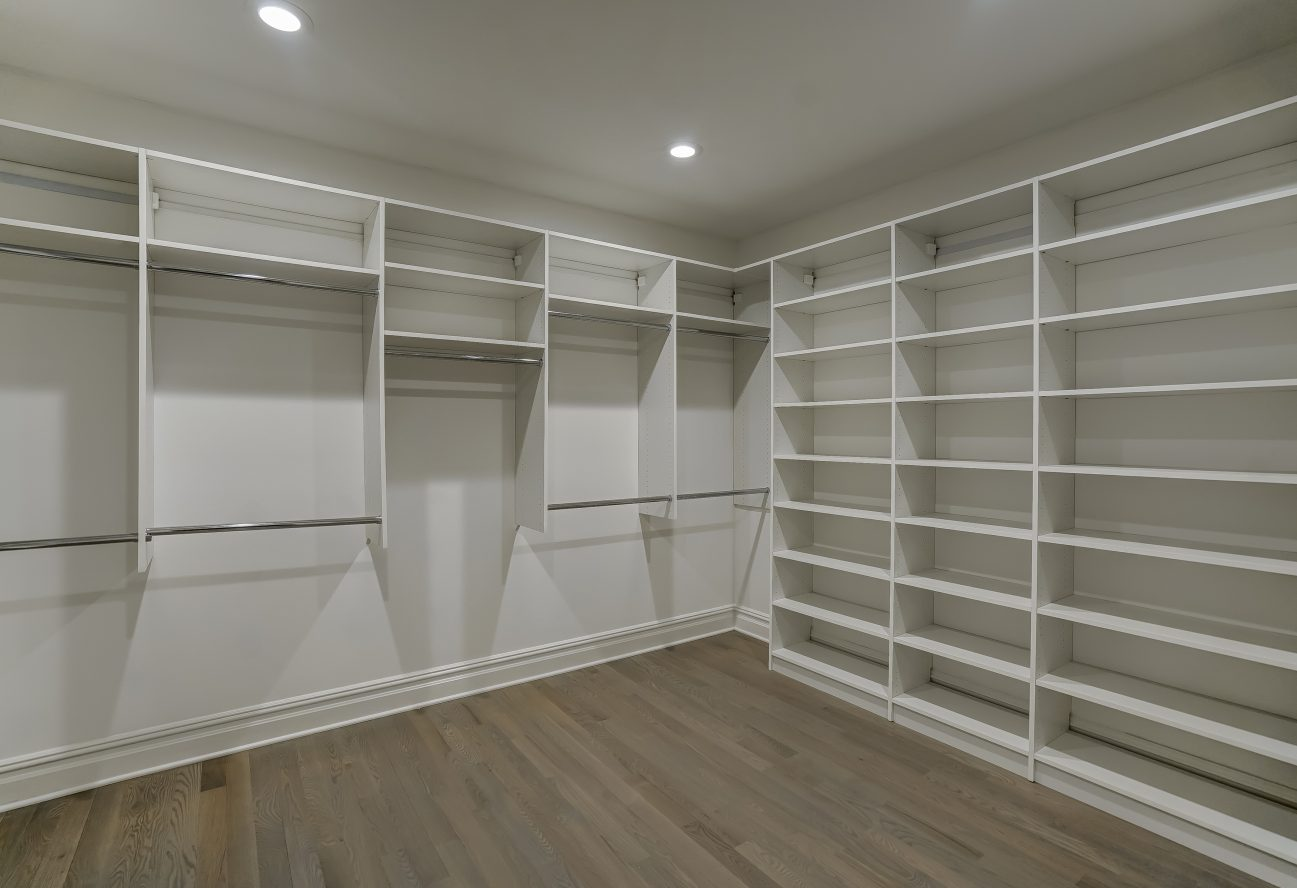 15 – 320 White Oak Ridge Road – Master Walk-in Closet