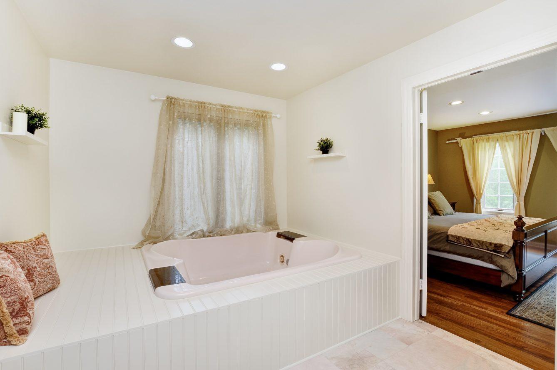 15 – 4 Harvey Drive – Spa-like Master Bath