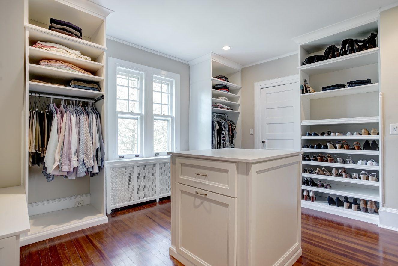 15 – 67 Oak Ridge Avenue – Master Walk-in Closet