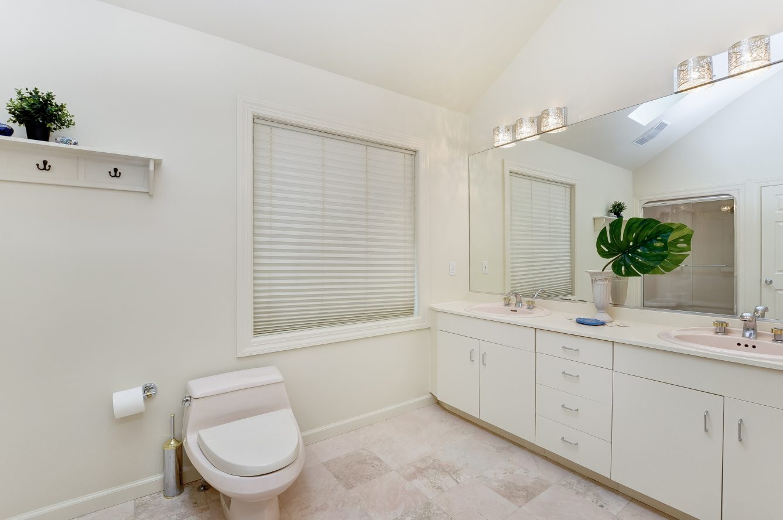 16 – 4 Harvey Drive – Spa-like Master Bath