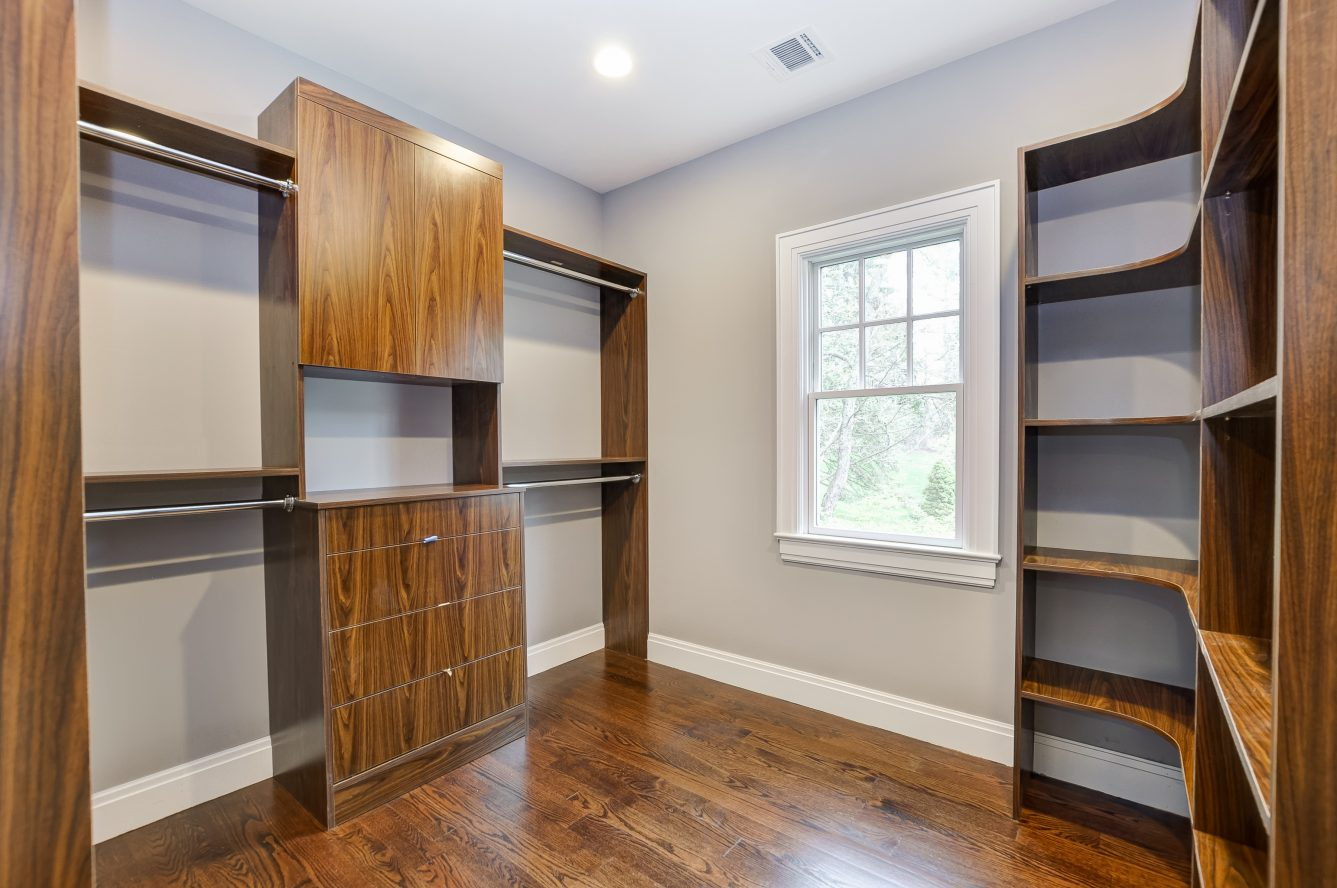 17 – 28 Rolling Hill Drive – Master Walk-in Closet