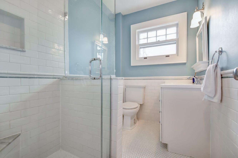 18 – 67 Oak Ridge Avenue – Full Bath