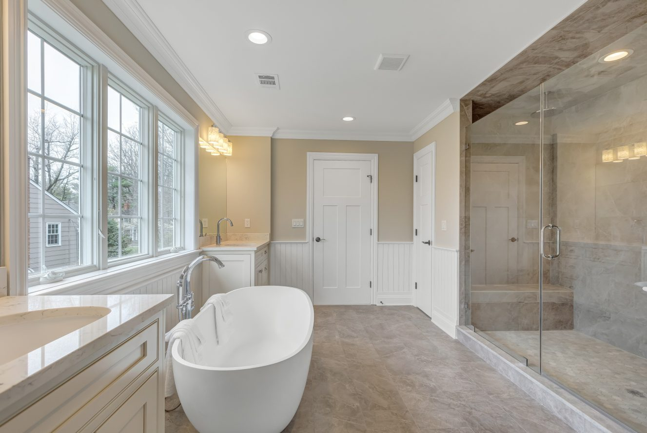 18 – 93 Slope Drive – Spa-like Master Bath