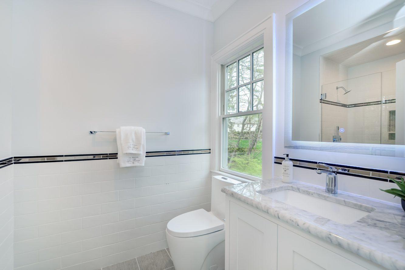 19 – 28 Rolling Hill Drive – Bedroom 2 En Suite Bath