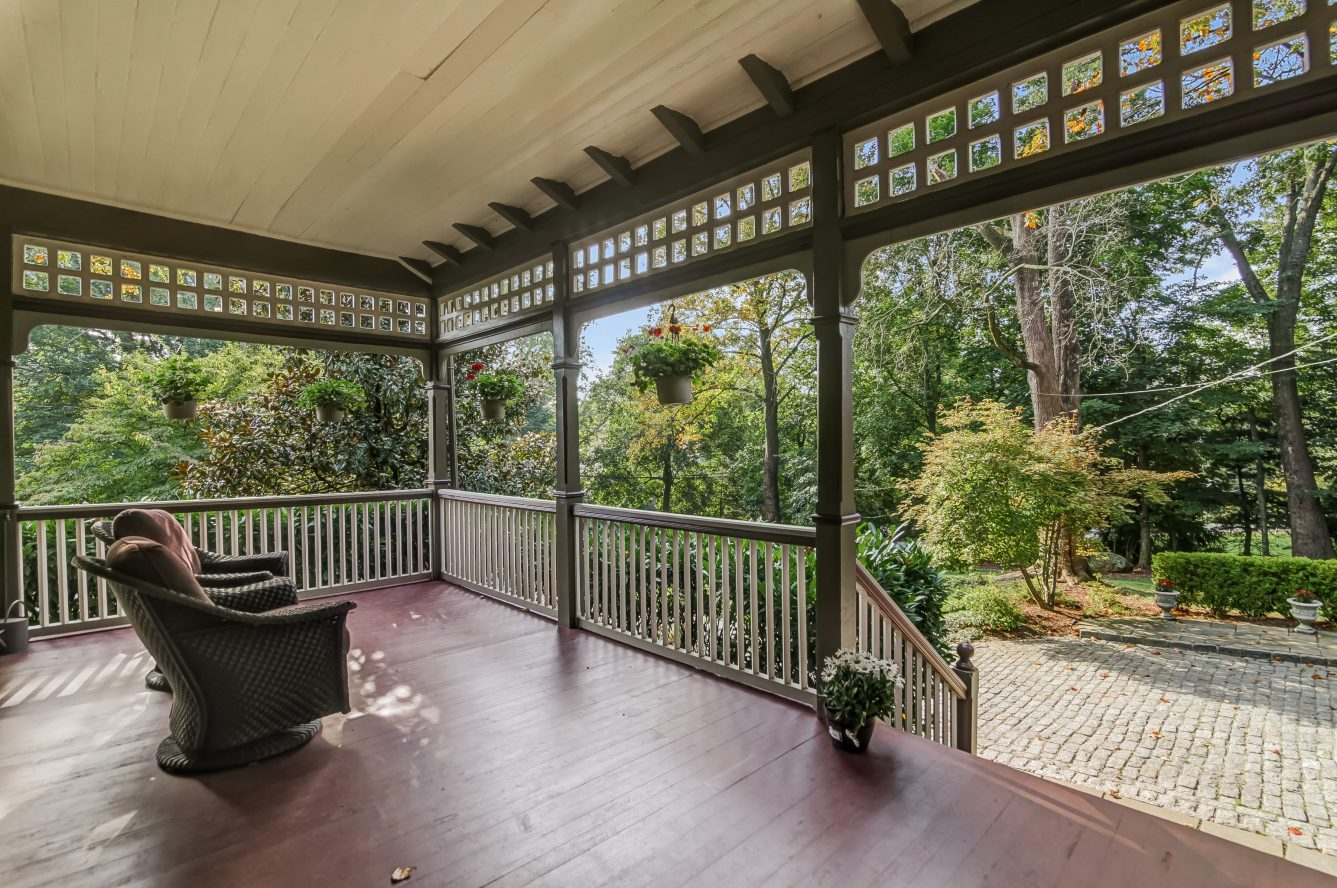 2 – 25 Forest Drive – Covered Porch