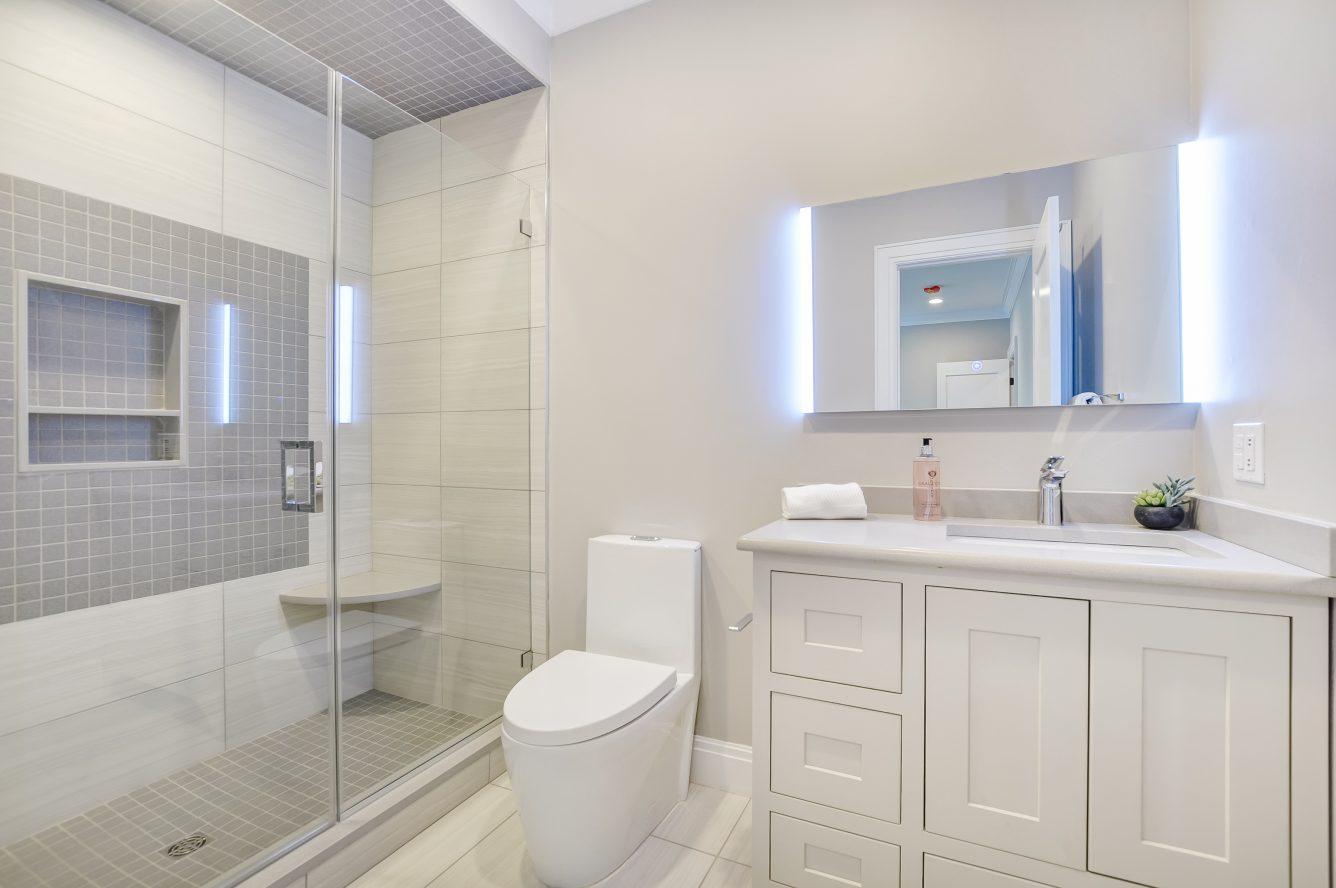 21 – 28 Rolling Hill Drive – Bedroom 3 En Suite Bath