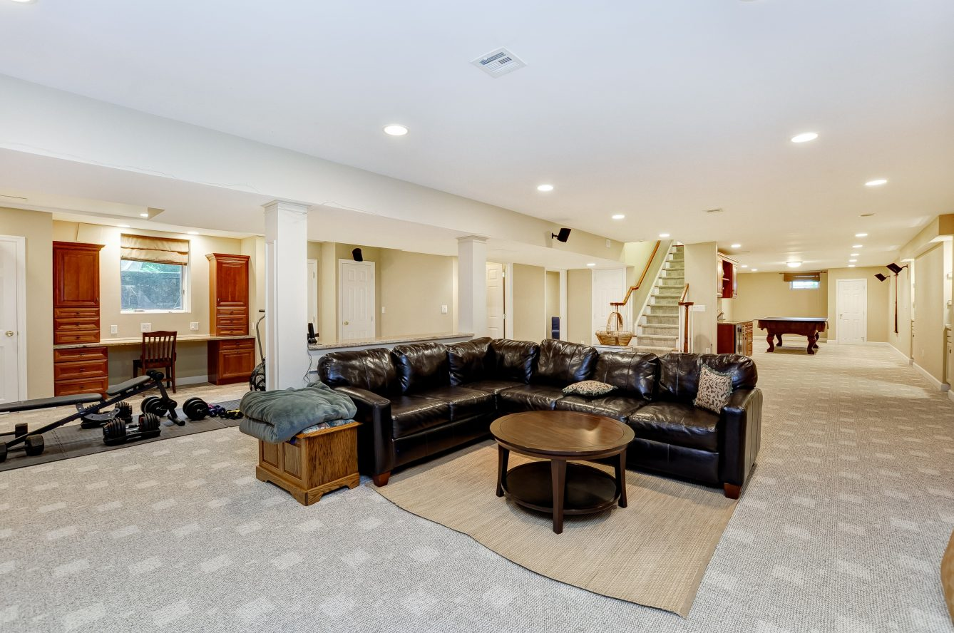 21 – 4 Harvey Drive – Incredible Recreation Room with Wet Bar