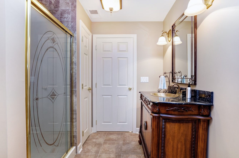 23 – 4 Harvey Drive – Fully Updated Lower Level Bath