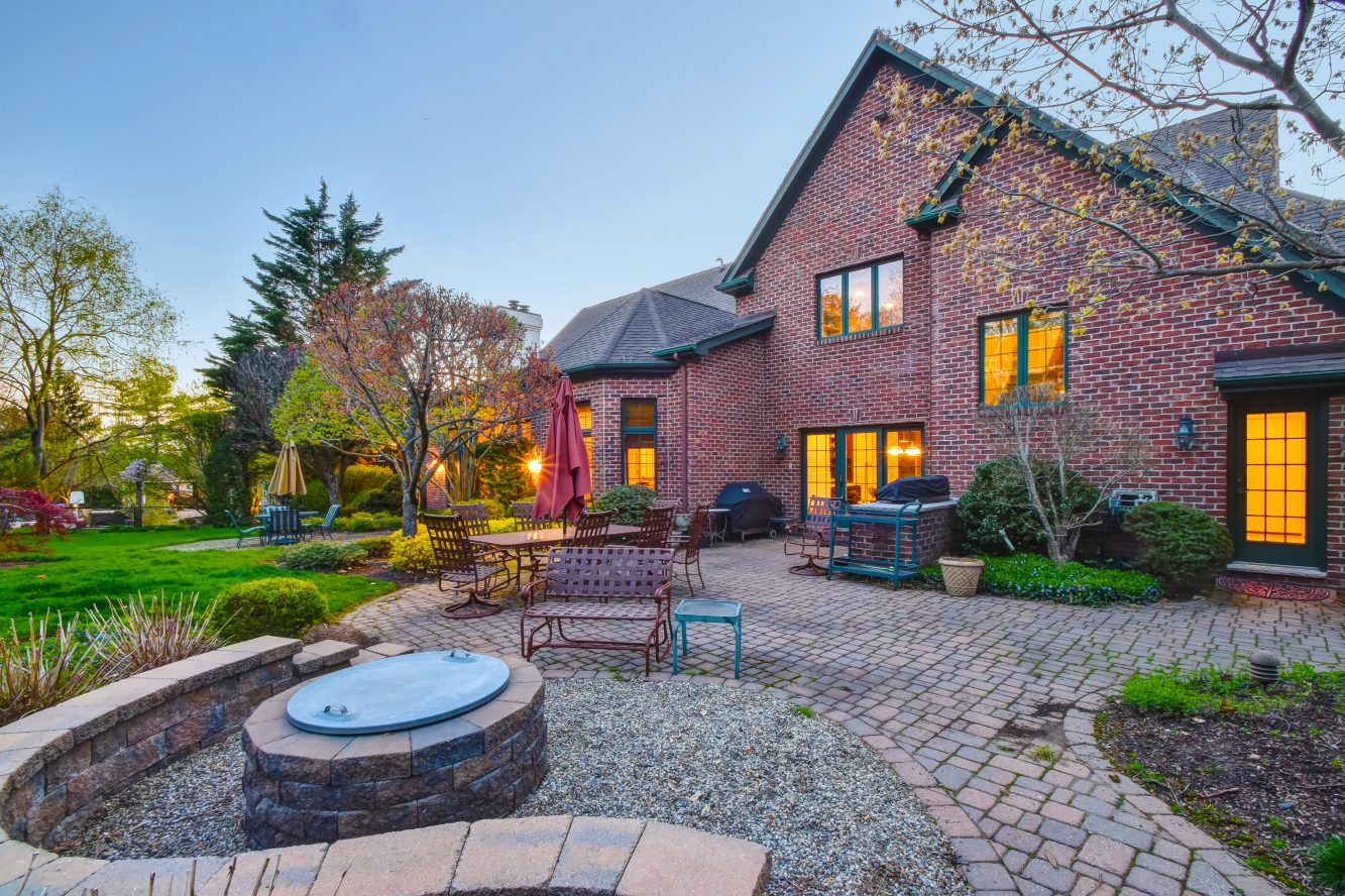 24 – 83 Chestnut Street – With wood-burning fire pit!
