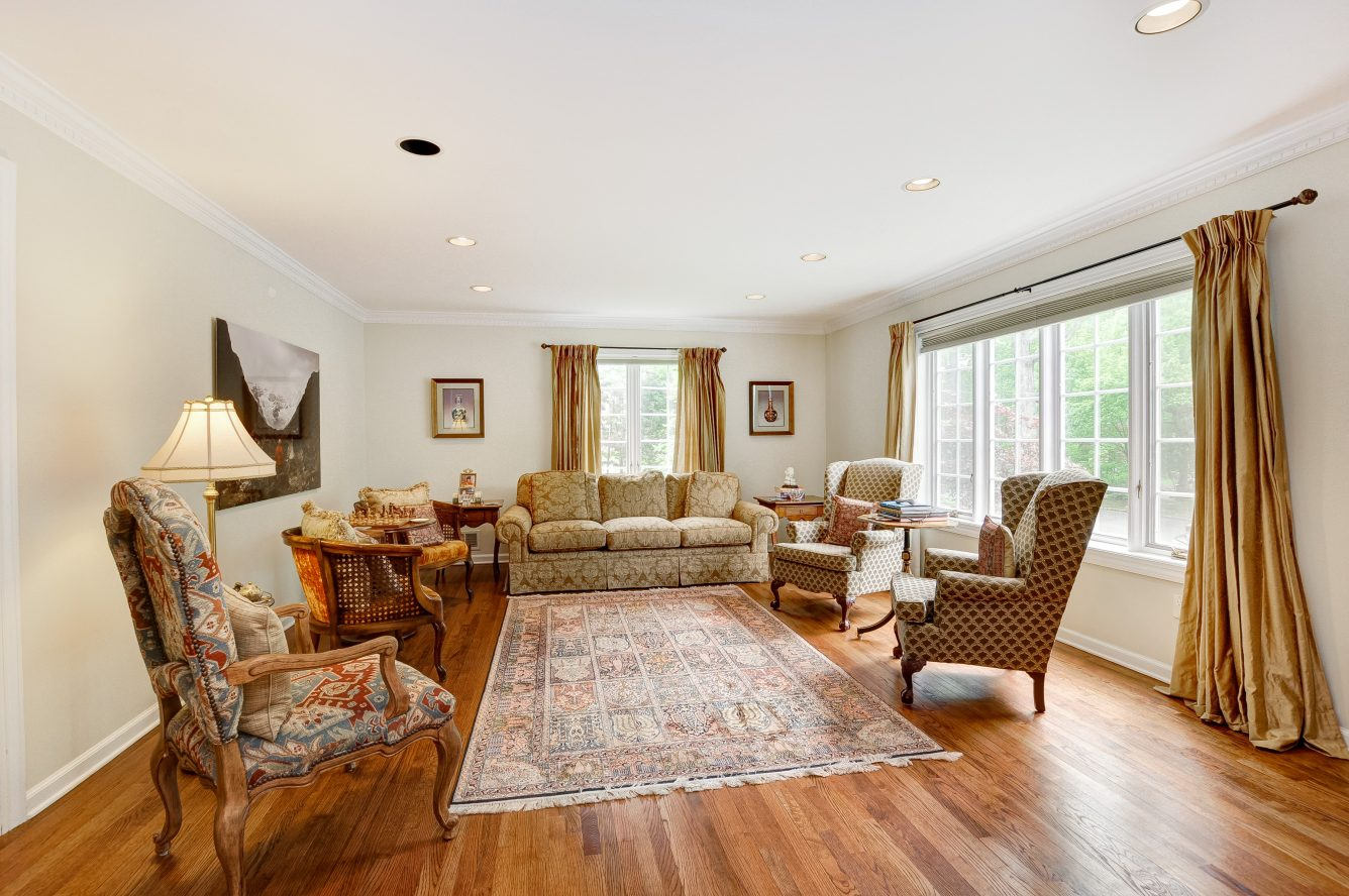 4 – 4 Harvey Drive – Living Room