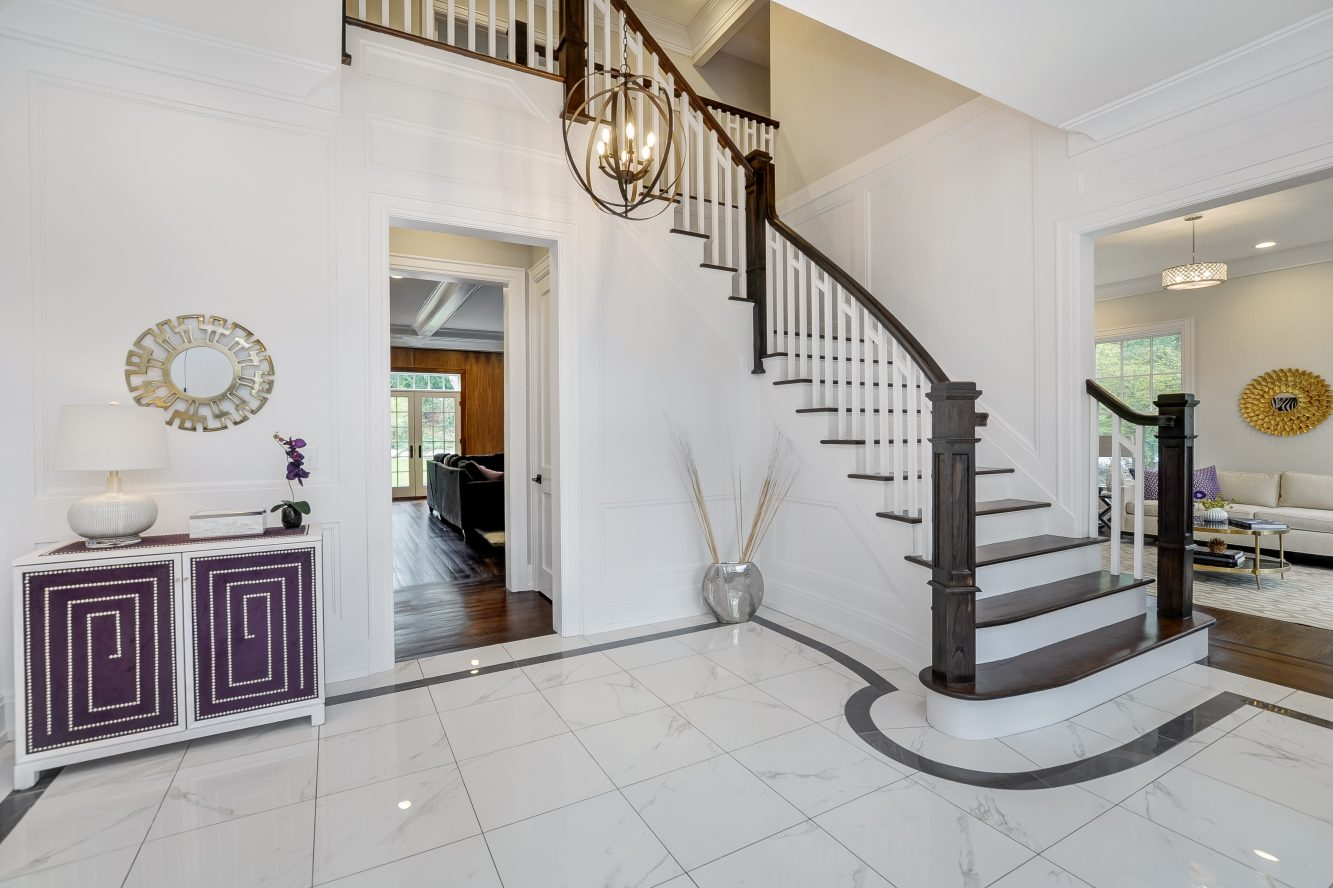 5 – 28 Rolling Hill Drive – Entrance Hall