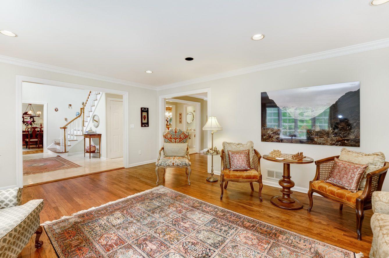 5 – 4 Harvey Drive – Living Room