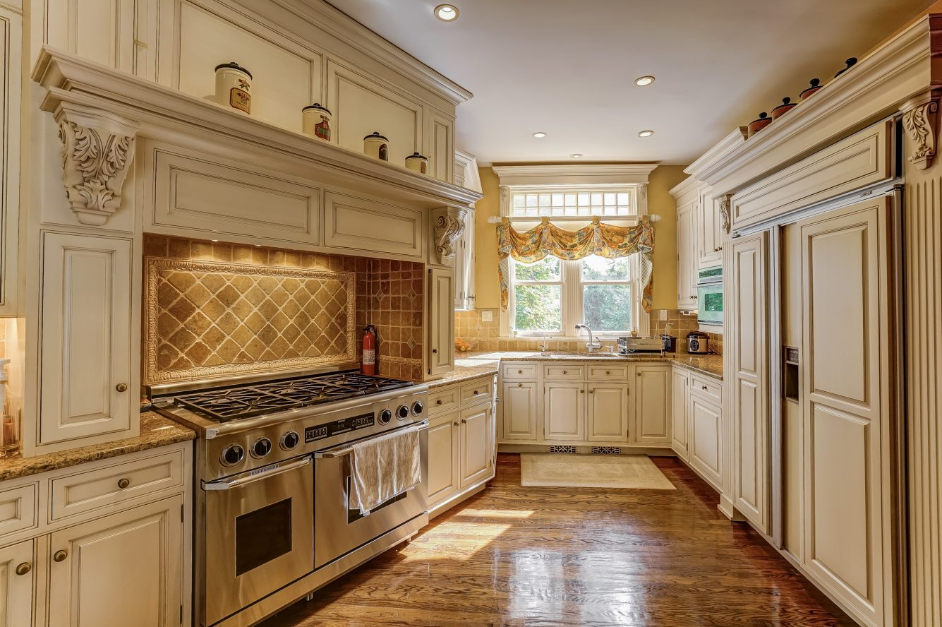 6 – 25 Forest Drive – Gourmet Eat-in Kitchen