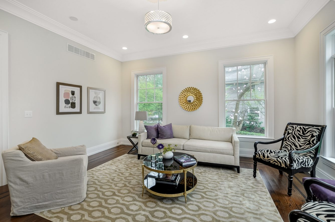 6 – 28 Rolling Hill Drive – Living Room