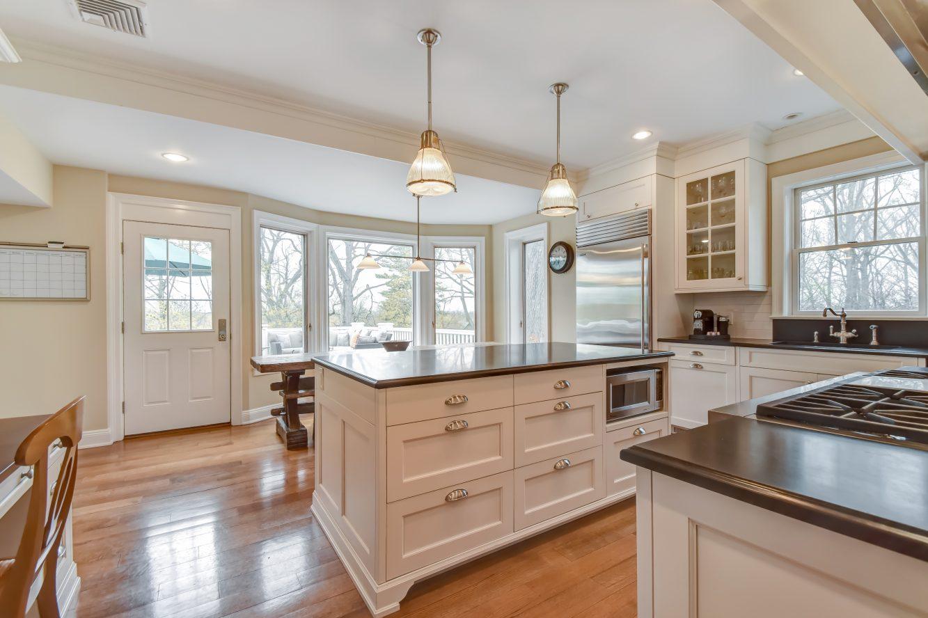 6 – 67 Oak Ridge Avenue – Gourmet Eat-in Kitchen