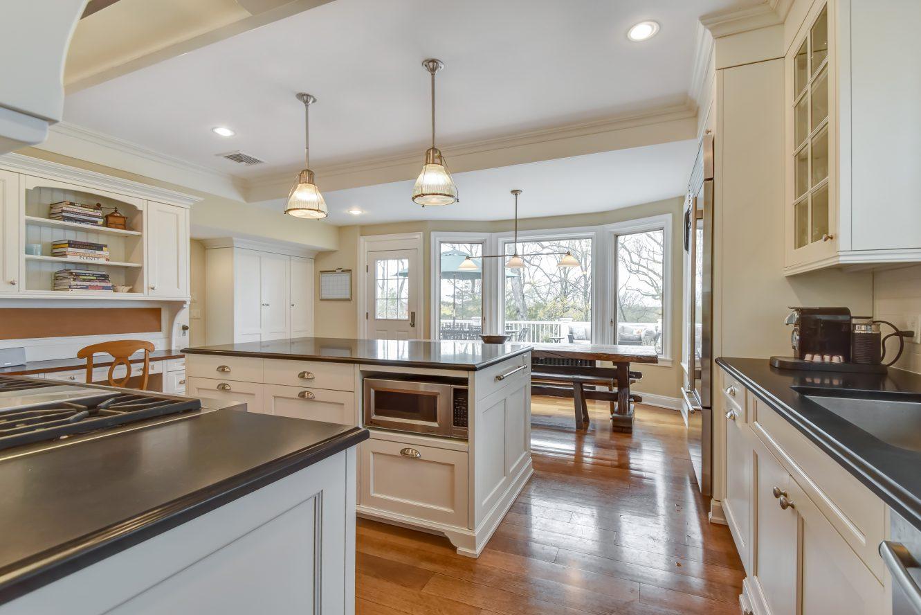 7 – 67 Oak Ridge Avenue – Gourmet Eat-in Kitchen