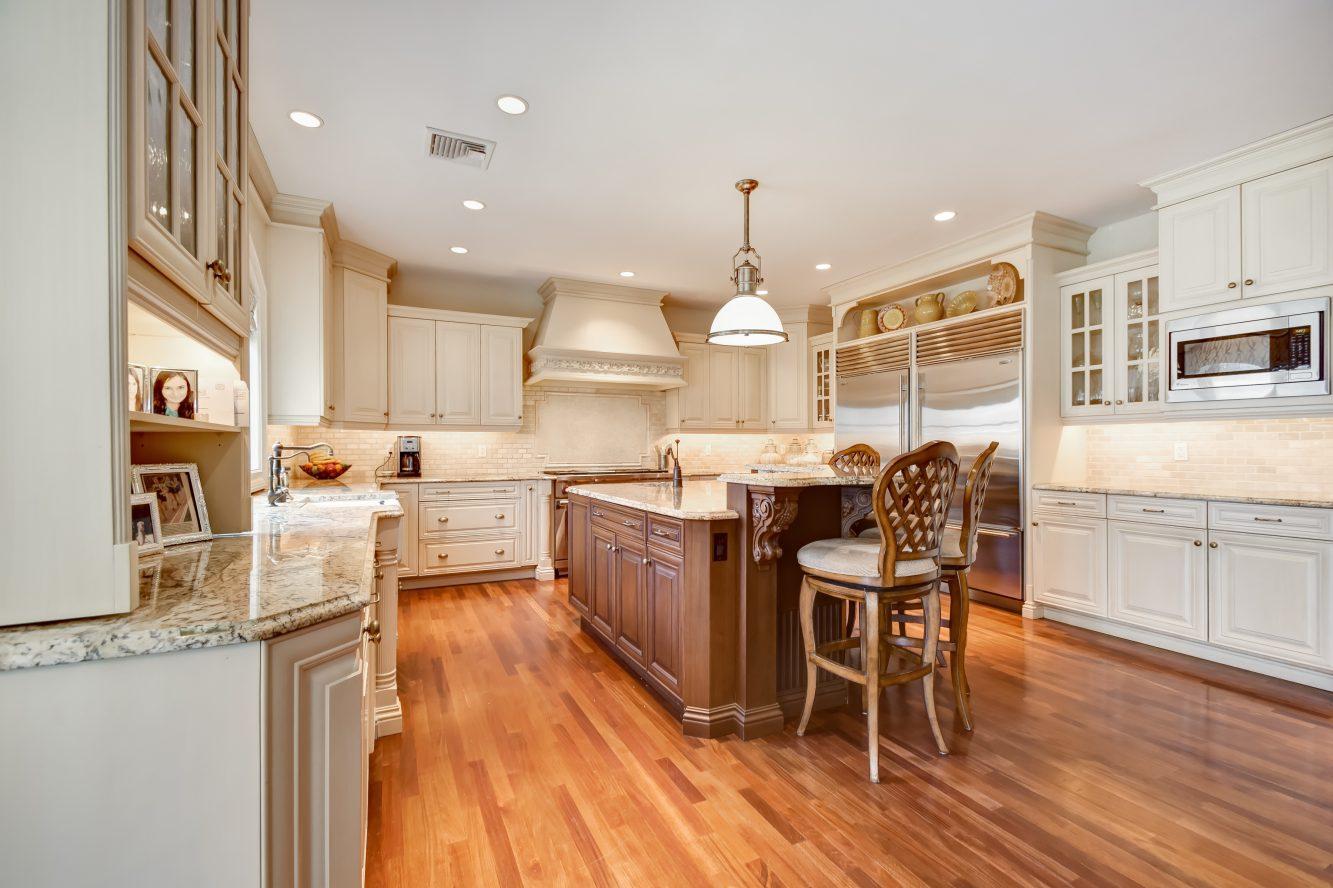 9 – 296 Hartshorn Drive – Gourmet Eat-in Kitchen