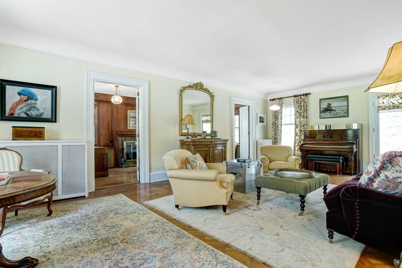 9 – 67 Oak Ridge Avenue – Living Room