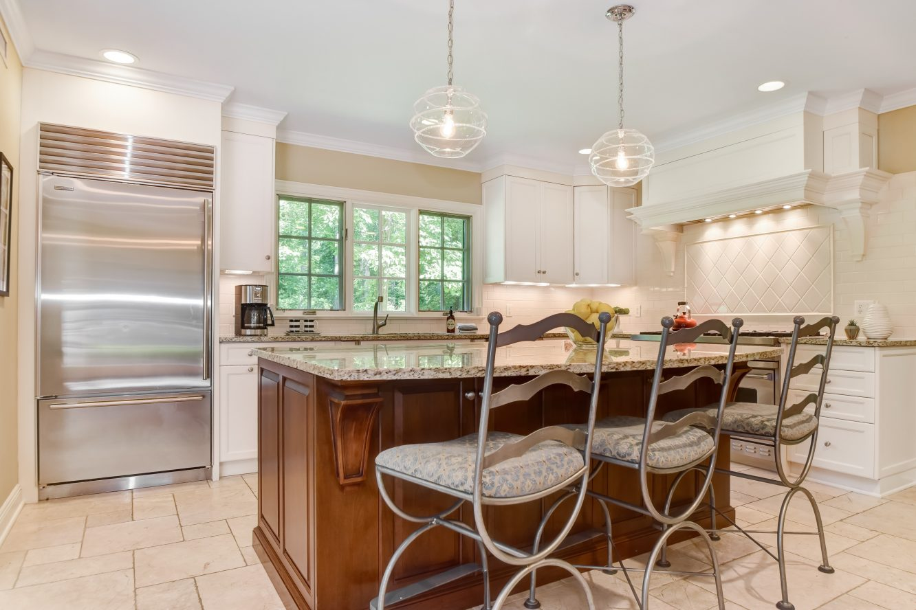 10 – 15 Maryknoll Drive – Gourmet Eat-in Kitchen