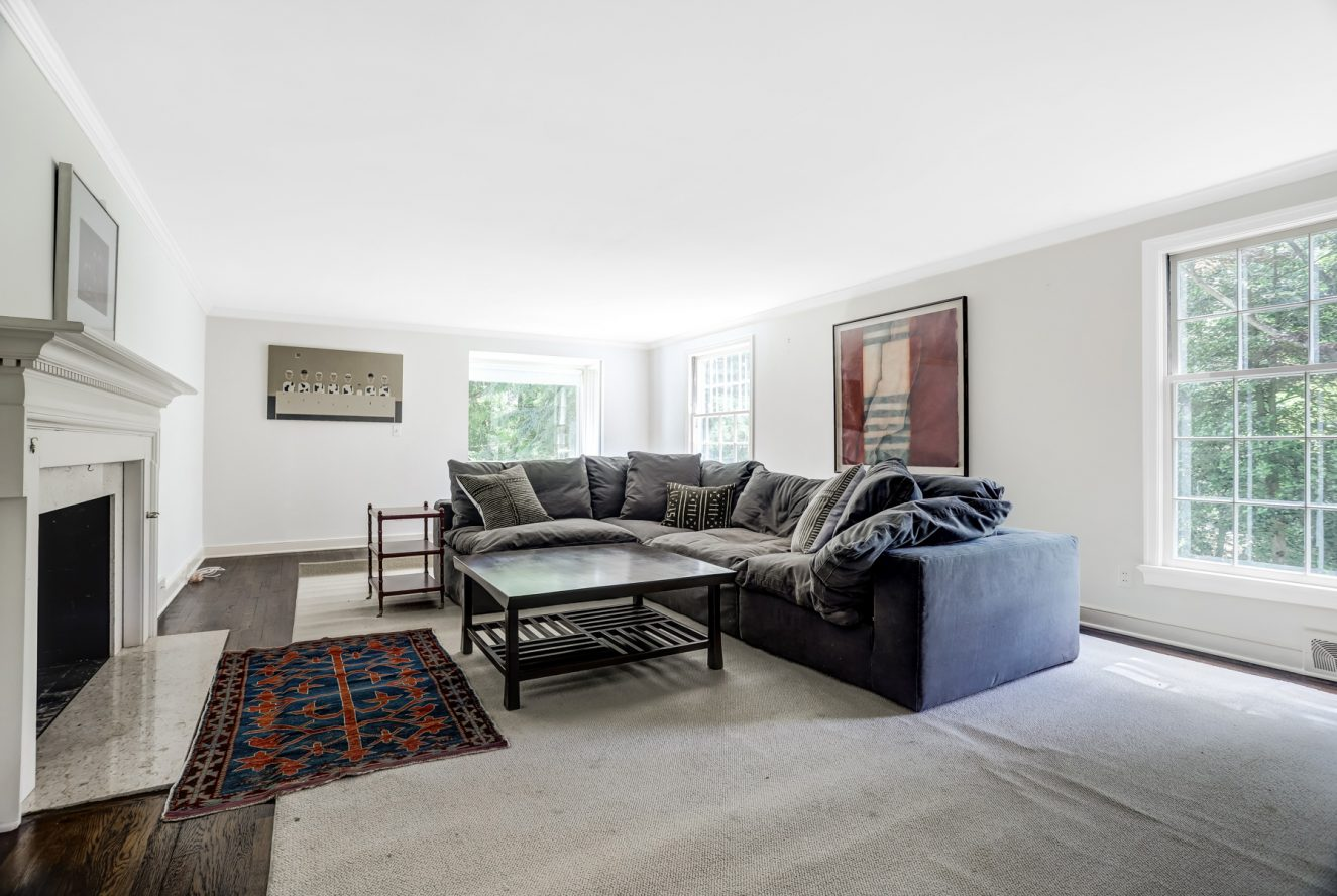 11 – 17 Minnisink Road – Beautiful Living Room with Fireplace