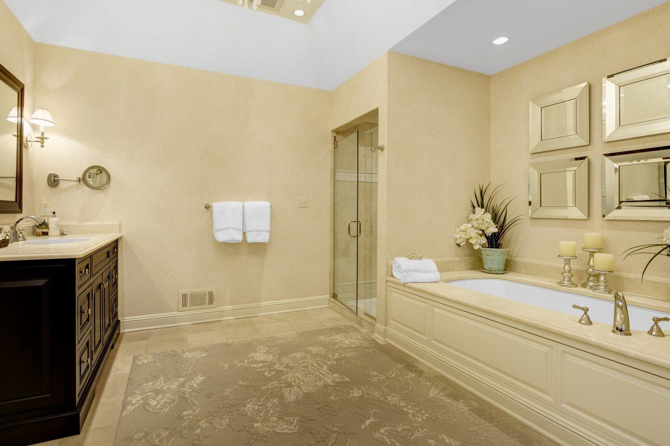 16 – 15 Maryknoll Drive – Spa-like Master Bath